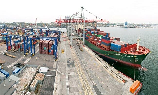 Кабинет министров Украины принял постановление об уменьшении сборов в портах на 20%