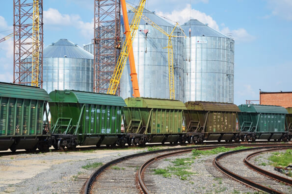 «Укрзализныця» считает, что элеваторы чрезмерно задерживают зерновозы
